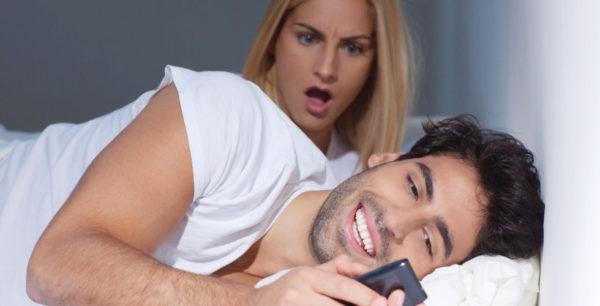 Как быть, если муж переписывается с другой