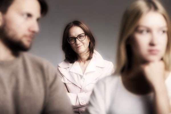 Как быстро вернуть мужа в семью от любовницы молитвами и заговорами